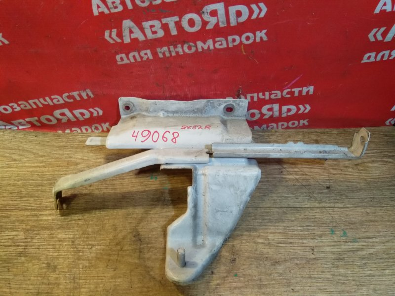 Кронштейн крыла Nissan Vanette SK82VN F8 06.2000 правый