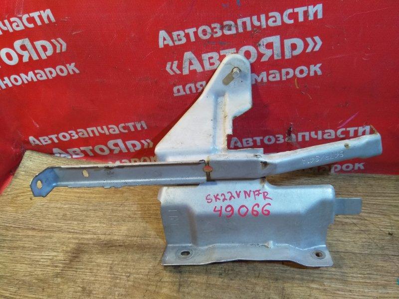 Кронштейн крыла Nissan Vanette SK22VN R2 09.2000 правый
