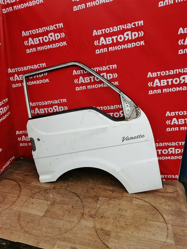 Стекло боковое Nissan Vanette SK82VN F8 06.2000 переднее правое