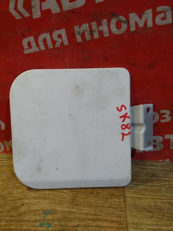 Лючок топливного бака Nissan Vanette SK82MN F8 09.2004