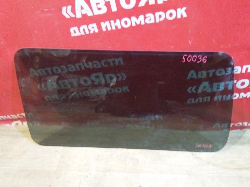 Стекло собачника Nissan Vanette SK22VN R2 09.2000 левое