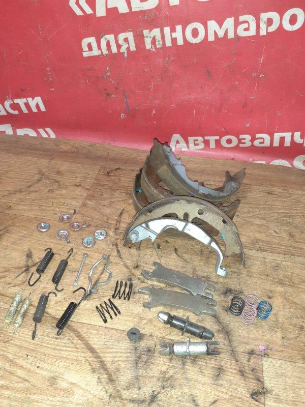 Тормозные колодки Toyota Voxy ZRR70W 3ZR-FAE 08.2007 заднее на ручник, комплект