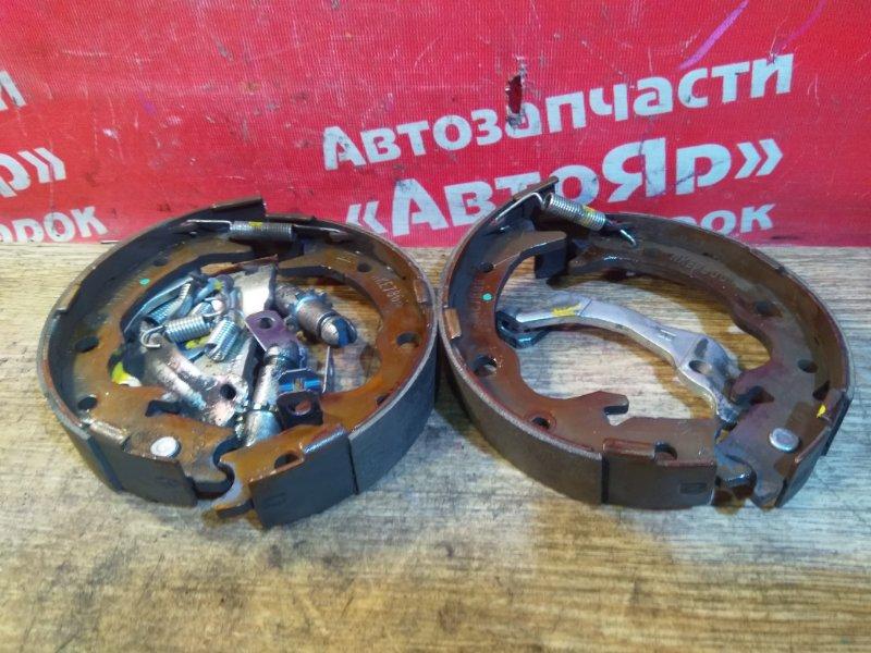 Тормозные колодки Honda Stepwgn RK1 R20A 2010 заднее Комплект, ручника с механизмом.