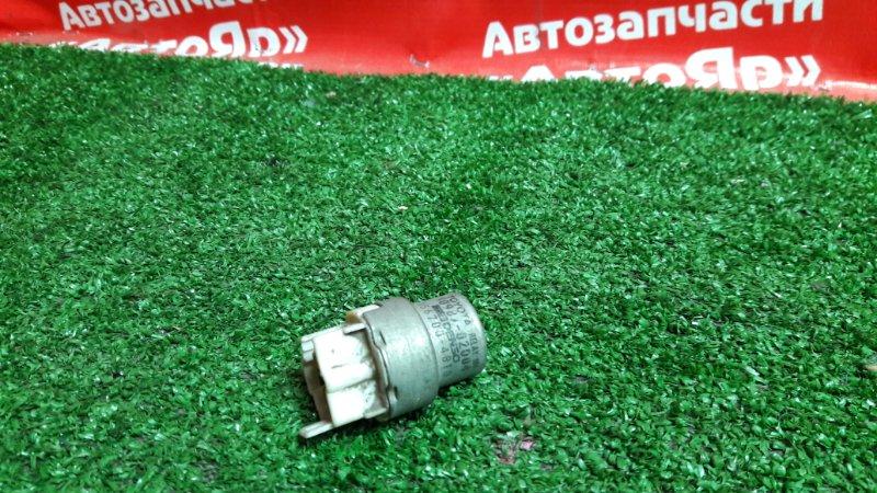 Реле Toyota 90987-02004, дефект крепления.