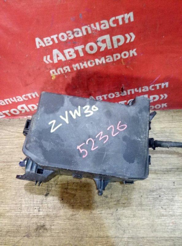 Блок предохранителей Toyota Prius ZVW30 2ZR-FXE 04.2009