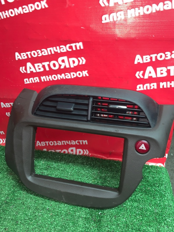 Рамка магнитофона Honda Fit Shuttle GP2 LDA 2011 77250-TF7-00-20