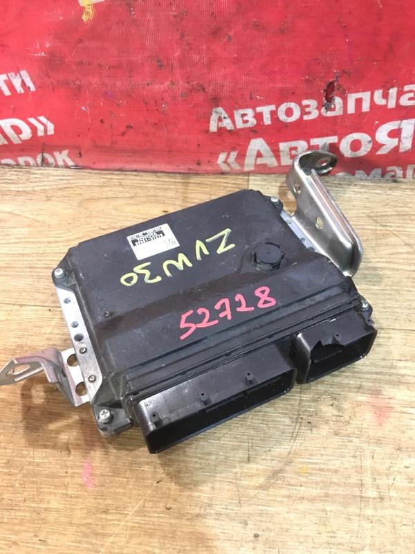 Блок управления efi Toyota Prius ZVW30 2ZR-FXE 04.2009 89661-47270 небольшой дефект фишки