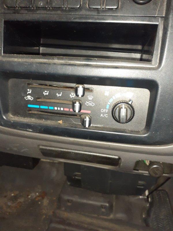 Блок управления климат-контролем Toyota Liteace KM80 7K-E 1999