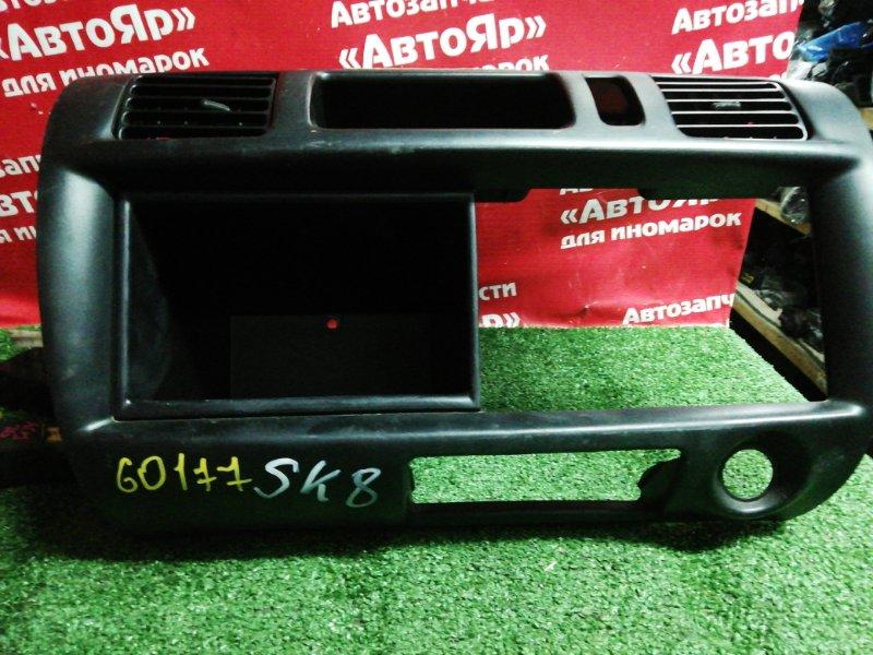 Рамка магнитофона Nissan Vanette SK82MN F8 11.2000