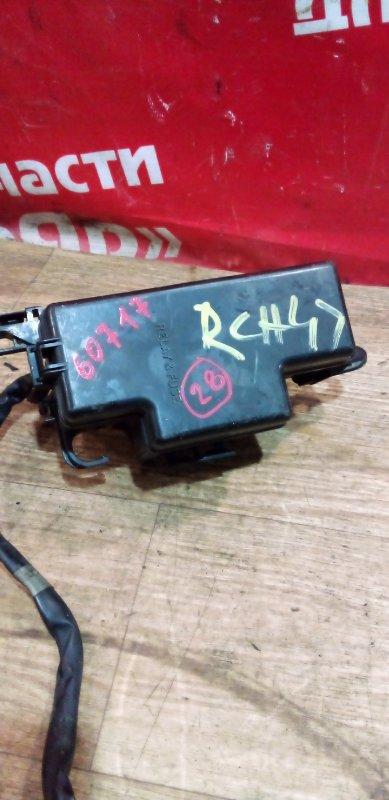 Блок предохранителей Toyota Regius RCH47W 3RZ-FE 10.1999 маленький