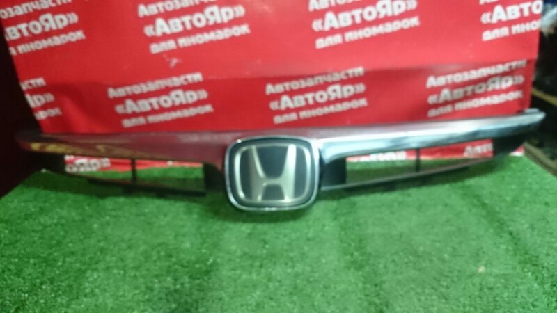 Решетка радиатора Honda Civic Hybrid FD3 LDA 04.2007 Под датчик сближения, радар