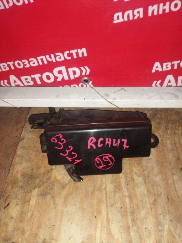 Блок предохранителей Toyota Regius RCH47W 3RZ-FE маленький