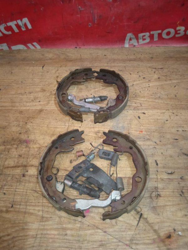 Тормозные колодки Nissan X-Trail TNT31 QR25DE 01.2008 заднее стояночного тормоза с механизмом,