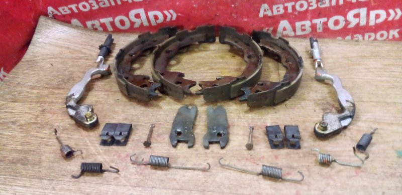Тормозные колодки Nissan Qashqai KNJ10 MR20DE 03.2008 заднее Стояночного тормоза с механизмом,