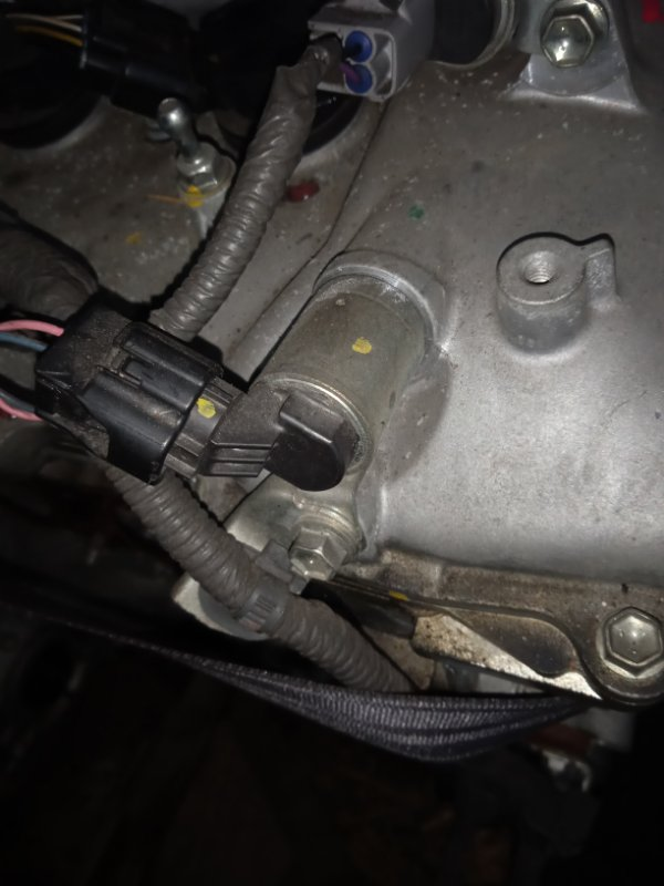 Клапан vvti Toyota Corolla Fielder ZRE142G 2ZR-FAE 10.2010 15330-37020, фишка в бок.