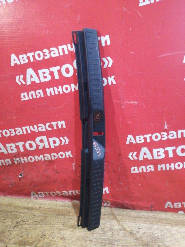 Накладка багажника Toyota Corolla Fielder ZRE142G 2ZR-FAE 10.2010 На петлю замка.