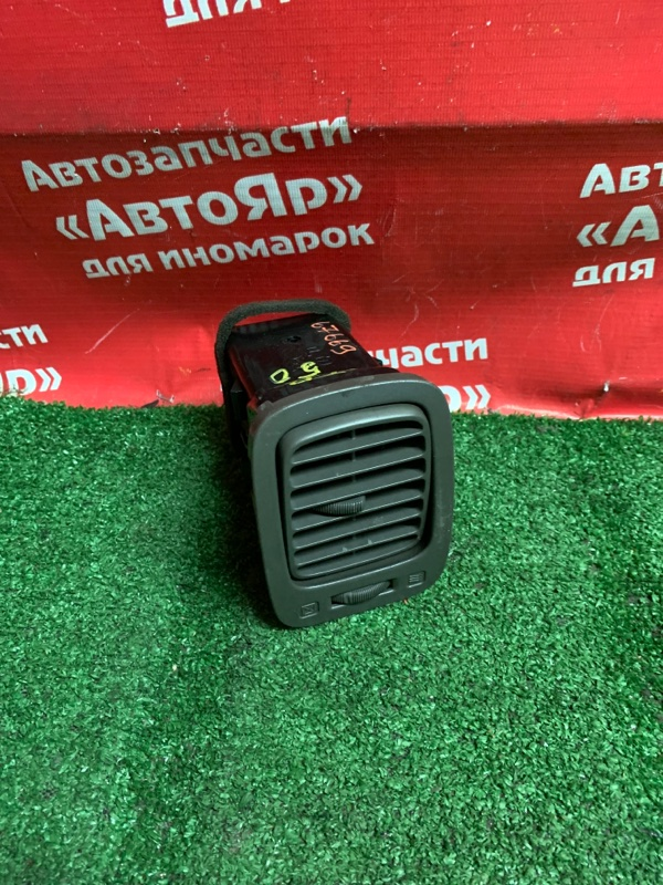 Дефлектор воздушный Nissan Terrano Regulus JTR50 ZD30DDTI 10.1999 левый 68760 0w100