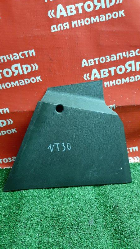 Накладка пластиковая в салон Nissan X-Trail NT30 QR20DE правая низ торпедо. 68930 eq100, дефект
