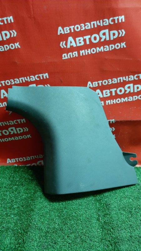 Накладка пластиковая в салон Mitsubishi Airtrek CU4W 4G64 правая mr962696