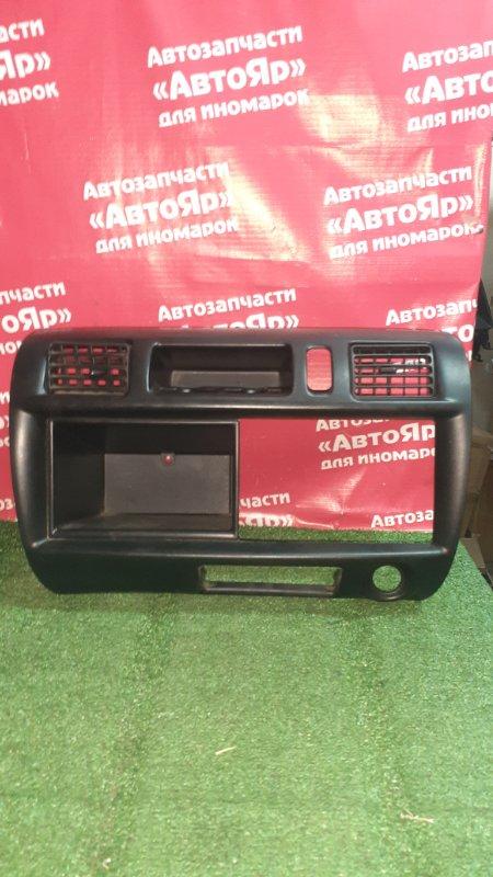 Рамка магнитофона Nissan Vanette SK82VN F8 05.2005 черная