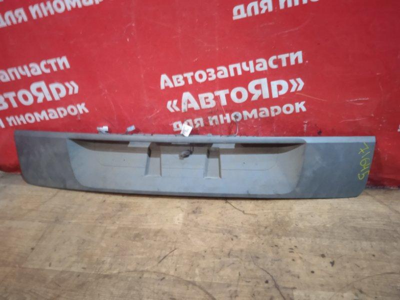 Накладка багажника Renault Scenic 8200139781 накладка 5ой двери.