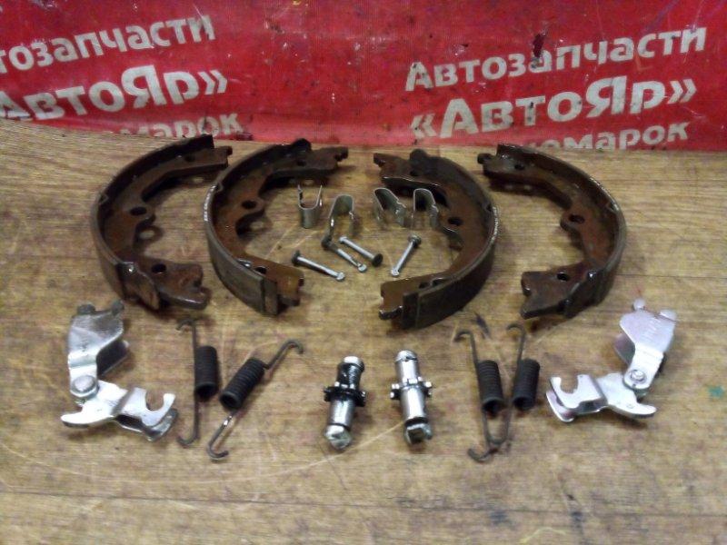 Тормозные колодки Honda Accord CU2 K24A 2008 заднее Стояночного тормоза с механизмом, комплект.
