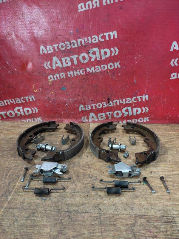 Тормозные колодки Honda Accord CU2 K24A 11.2008 заднее Стояночного тормоза с механизмом,