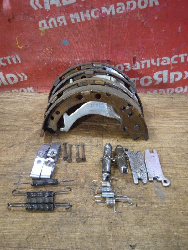 Тормозные колодки Honda Cr-V RE4 K24A 12.2006 заднее Стояночного тормоза с механизмом комплект.