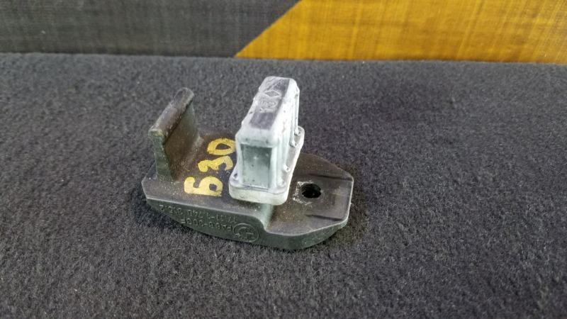 Крепление радиатора Bmw 528I E39 M52 1998 верхнее