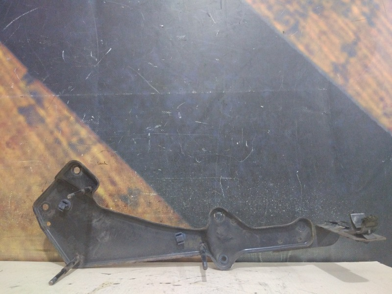 Крепление компрессора подвески Audi Allroad C5 ARE 2000