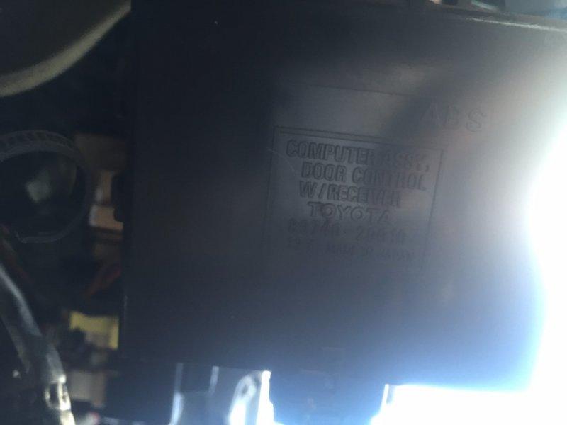 Блок управления дверьми Toyota Caldina ST215 3SFE
