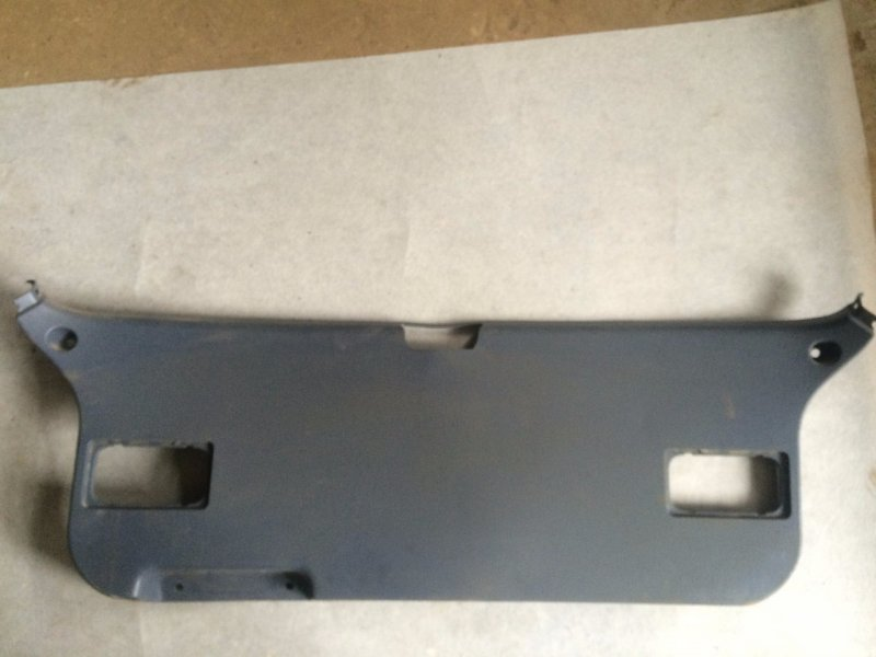 Обшивка двери багажника Toyota Ipsum SXM15 3CTE