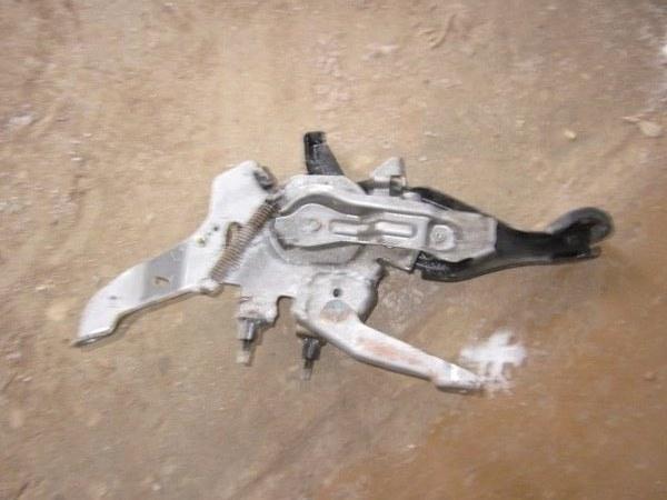 Педаль стояночного тормоза Toyota Wish ZNE10 1ZZFE