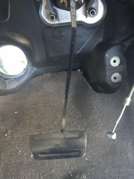 Педаль тормоза Toyota Avensis ZZT221 3SFE
