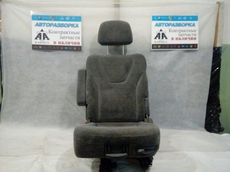 Сиденье Mitsubishi Chariot Grandis N94W переднее левое