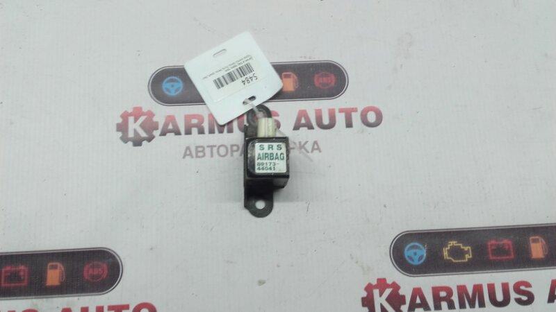Датчик airbag Toyota Avensis Verso ACM21 2AZFE передний правый