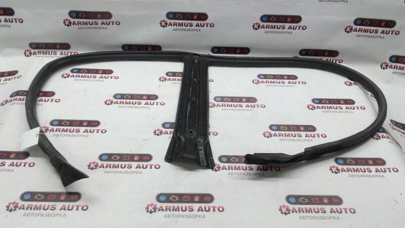 Уплотнитель двери Toyota Chaser JZX105 4SFE правый
