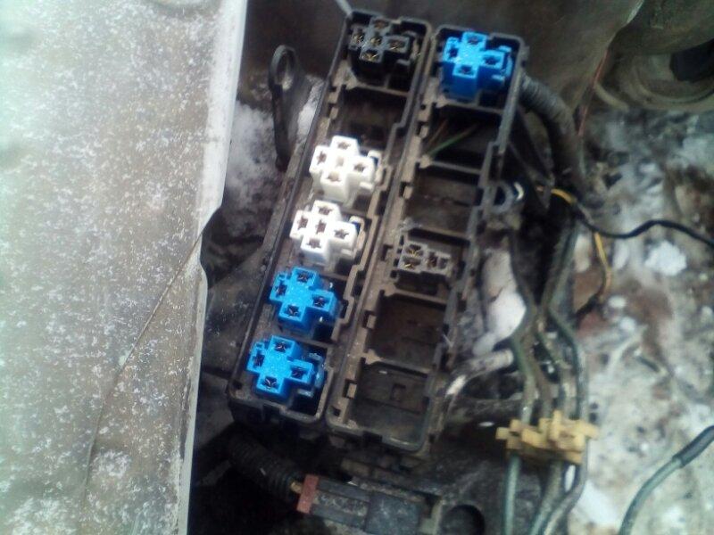 Блок предохранителей Nissan Bluebird ENU14 CD20