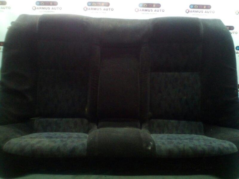 Сиденье Nissan Bluebird EU14 QG18DD заднее