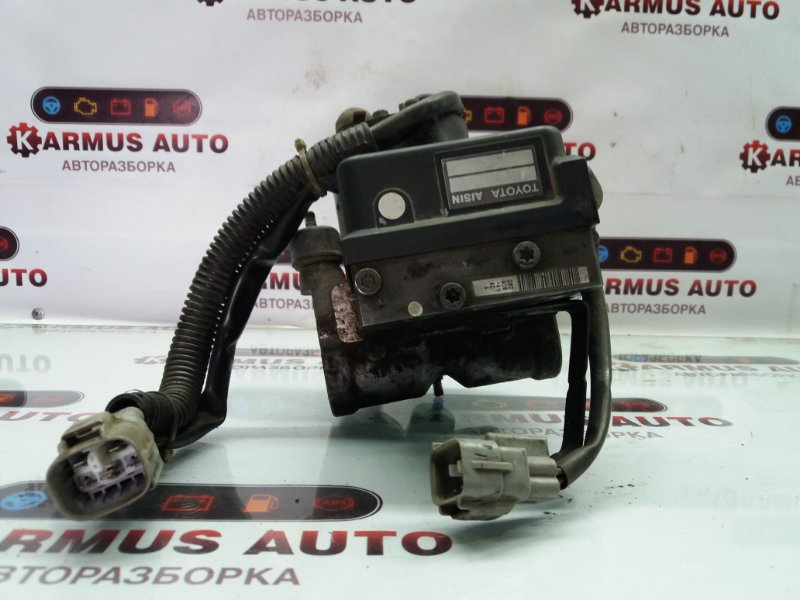Блок управления abs Toyota Crown Majesta GS151 1GFE