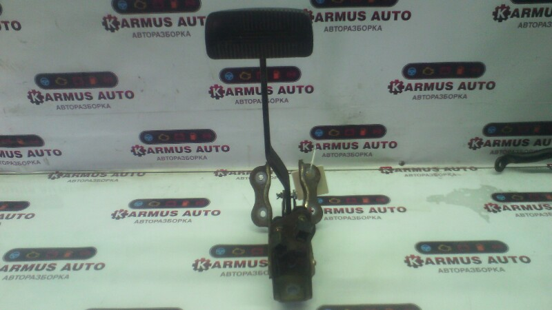 Педаль тормоза Nissan Bluebird ENU14 CD20