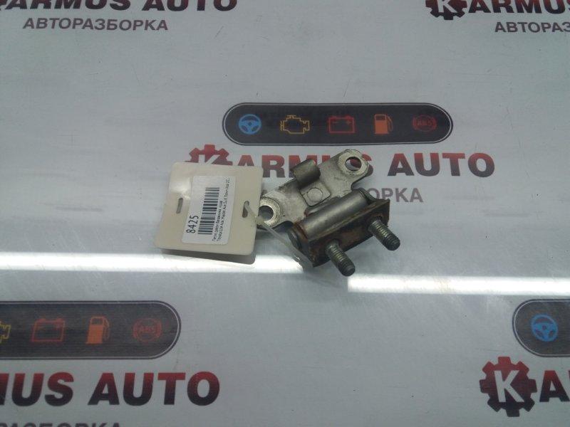 Петля двери багажника Toyota Lite Ace CR21 2C правая