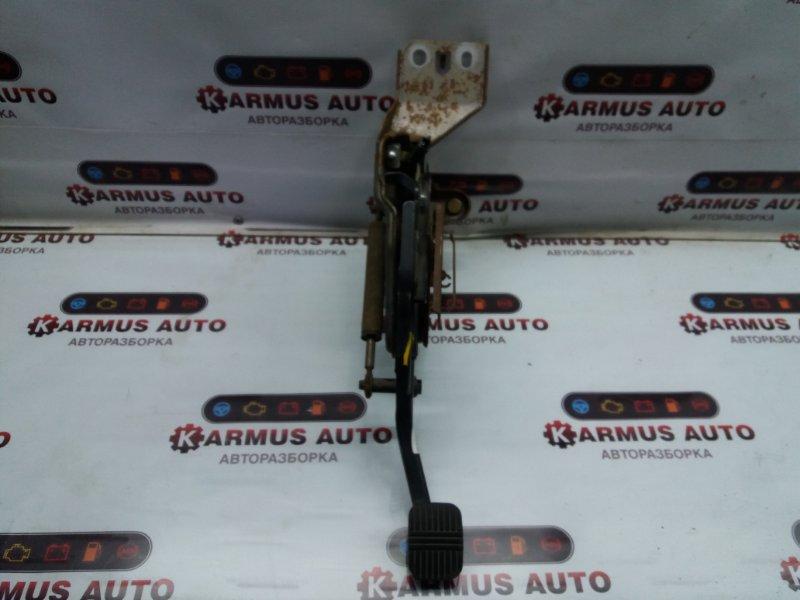 Педаль стояночного тормоза Nissan Bassara JHU30 KA24DE