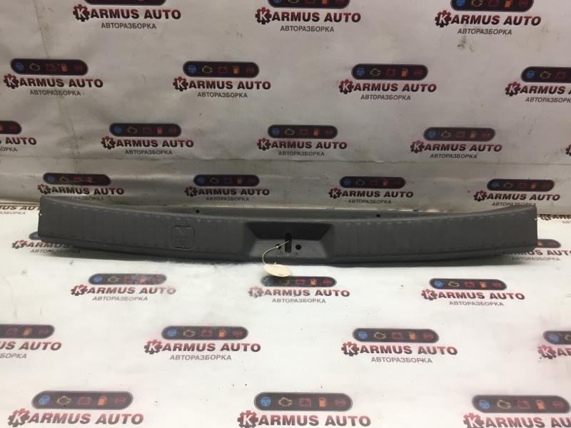 Панель замка багажника Mitsubishi Chariot Grandis N84W 4G64