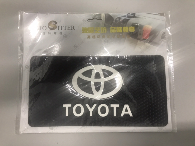 Коврик на панель Toyota
