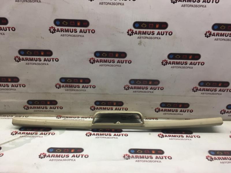 Накладка двери багажника Mitsubishi Montero V83W 4M40
