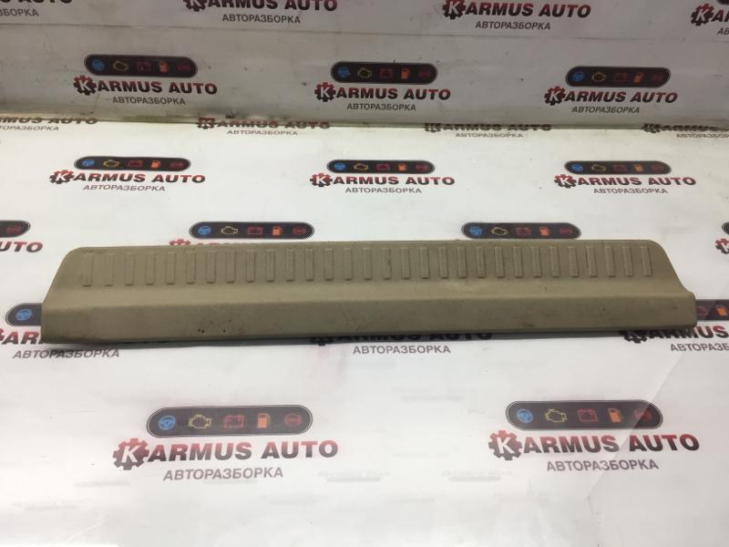 Накладка на порог Mitsubishi Chariot Grandis N84W 4G63 задняя правая