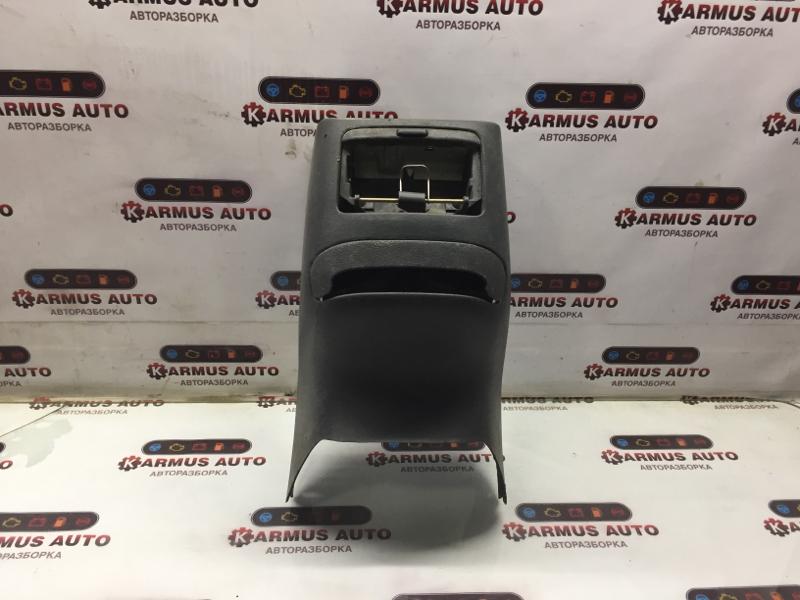 Консоль центральная Mitsubishi Chariot Grandis N84W 4G63