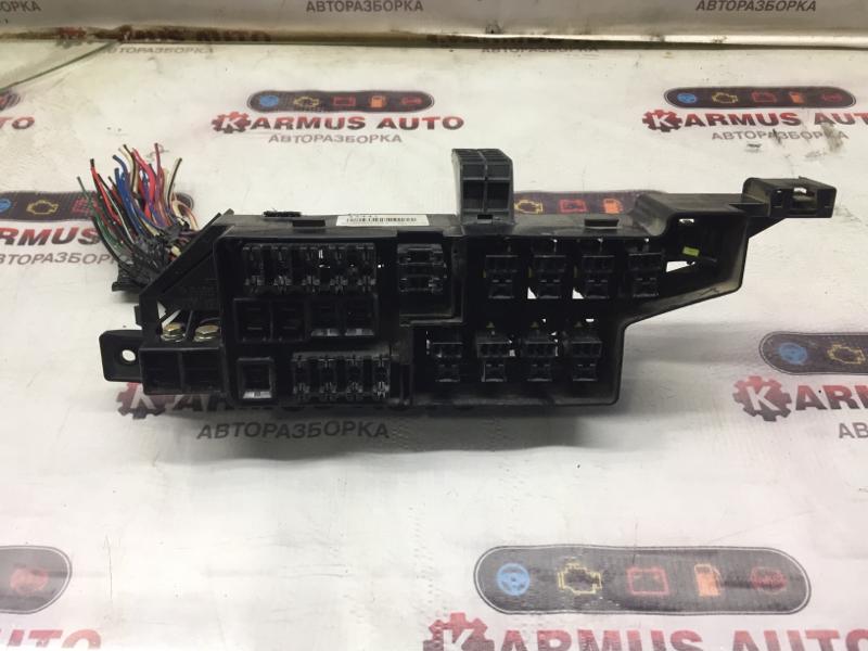 Блок предохранителей Mitsubishi Delica PA3V 4D56