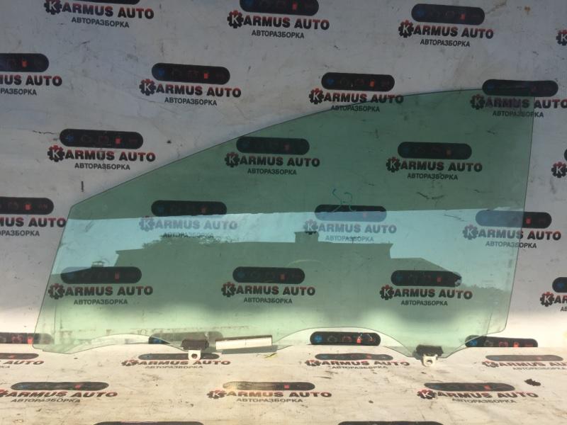 Стекло боковое Toyota Prius NHW20 переднее левое